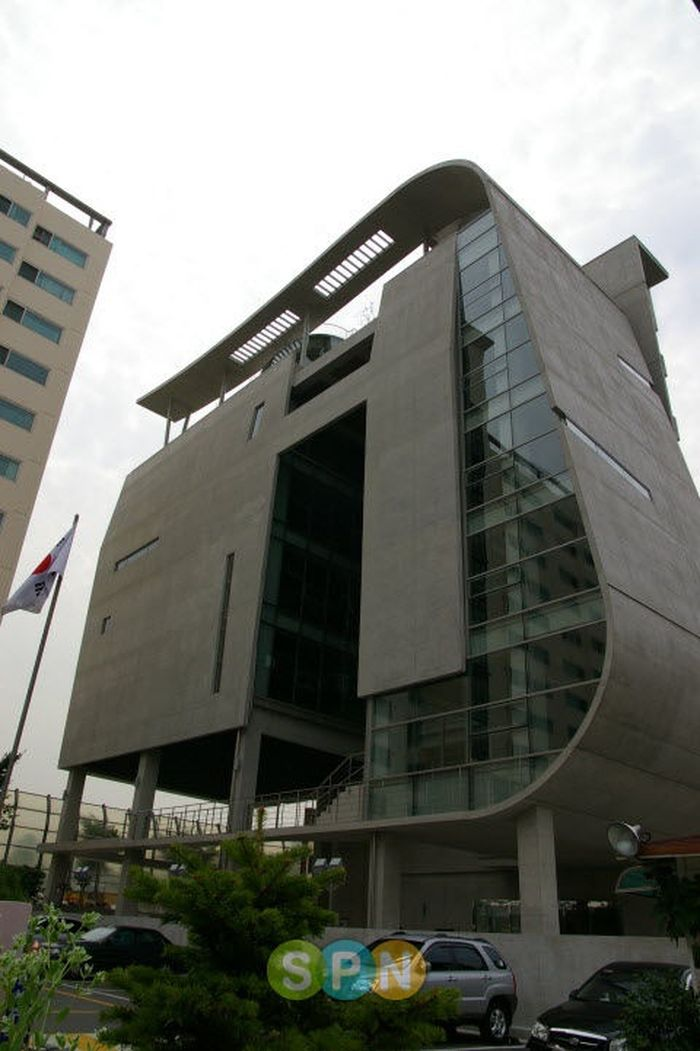 Tampilan gedung YG Entertainment