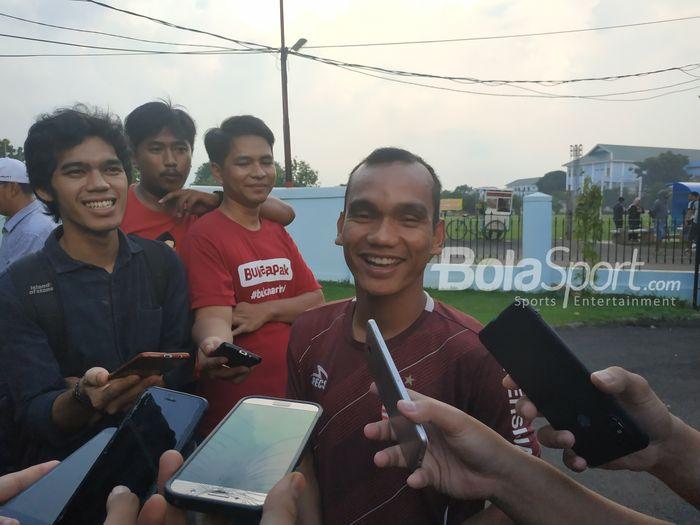 Pemain Persija Jakarta Riko Simanjuntak di mess pemain Persija, Jakarta Timur, Jumat (8/2/2019).