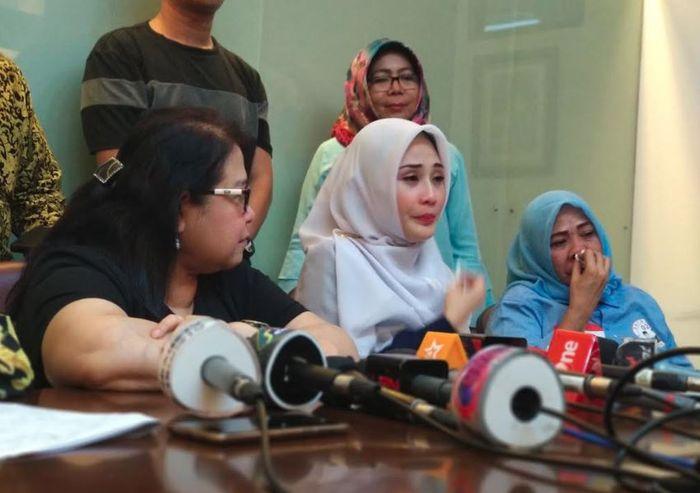 Istri Mandala Shoji dan Elza Syarief saat ditemui Grid.ID di kantor hukumnya, di kawasan Menteng, Jakarta Pusat, Sabtu (9/2/2019).
