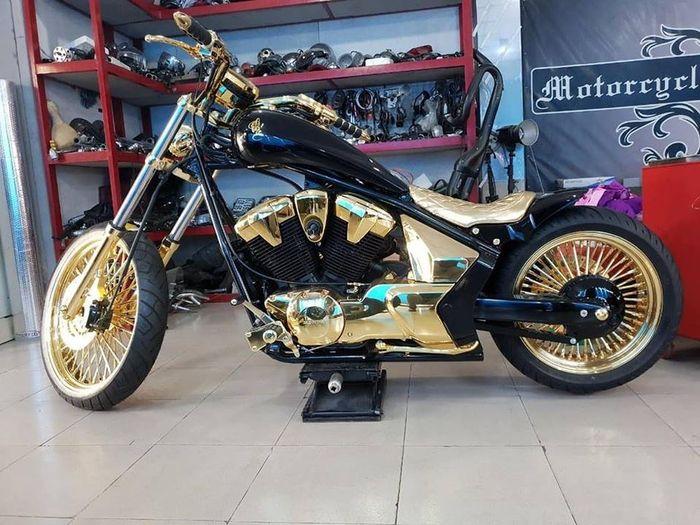 Sultan mah bebas, Harley-Davidson aja masih dilapisi emas