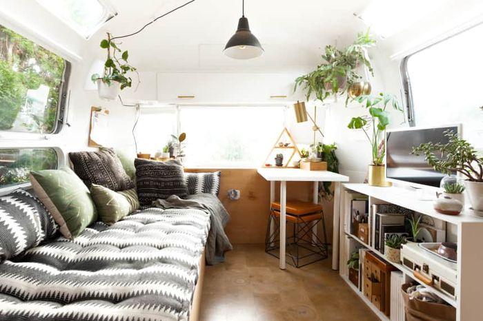 Jadikan ruangan serbaguna dengan menggunakan furnitur yang serbaguna dan tidak menghabiskan ruang