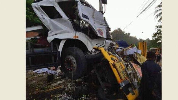 Kronologi truk trailer hajar kabin truk buah di Subah, Kabupaten Batang, Jawa Tengah