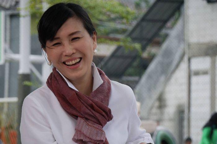 Yuni Shara membagikan potret terbarunya bersama Veronica Tan.