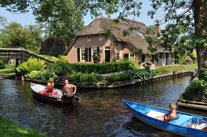 Desa Giethoorn.
