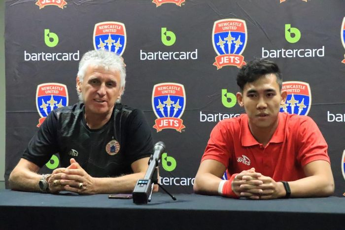 Pelatih dan bek Persija Jakarta, Ivan Kolev serta Ryuji Utomo dalam jumpa pers, sehari sebelum laga kontra Newcastle Jets, Senin (11/2/2019).