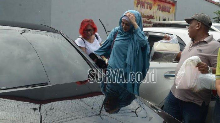Mulan Jameela Jenguk Ahmad Dhani di Rutan Medaeng, dengan Mobil Mewah Senilai Rp 1 Miliar