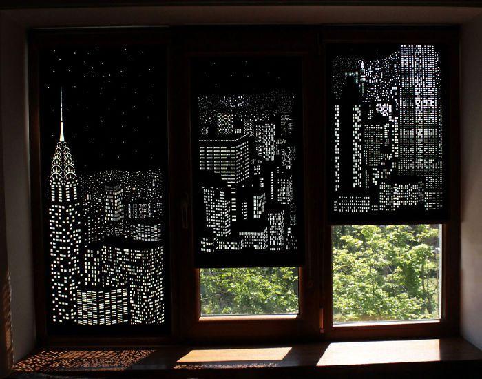 Tirai yang menampakan pemandangan perkotaan