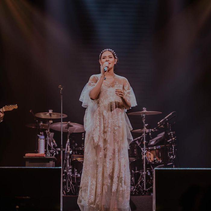 Penampilan Raisa di konser pamit sebelum melahirkan anak pertamanya dengan Hamish Daud
