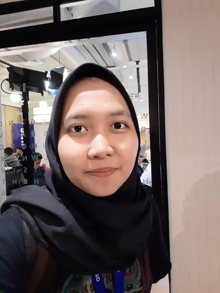 Hasil foto Galaxy M20 - Selfie Indoor Tanpa Flash