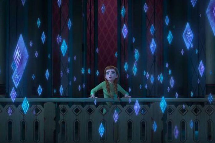 Putri Anna yang sedang berada di balkon.