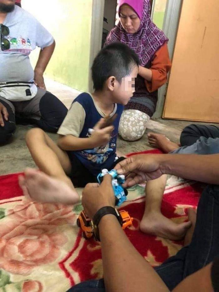 Miris, Kakak Beradik Tepergok Mengais Makanan Sisa di Tong Sampah, Sang Ibu Malu Karena Tak Punya Uang