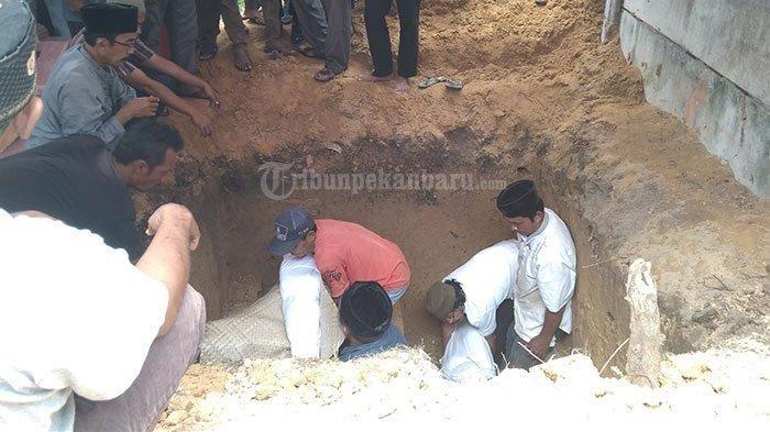 Pemakaman mantan pemain PSPS Riau, Khairunnas Afrizal, pada Jumat (15/2/2019)