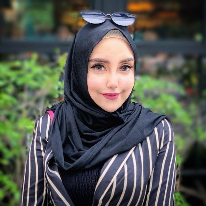 Penampilan Salmafina Sunan setelah lepas hijab yang cantik dan seksi saat berolahraga