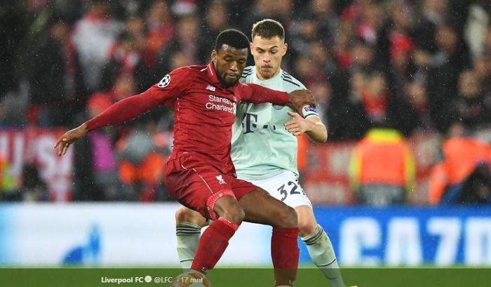 Gelandang Liverpool, Georginio Wijnaldum, ditempel ketat oleh bek kanan Bayern Muenchen, Joshua Kimmich, dalam leg pertama babak 16 besar Liga Champions pada Rabu (20/2/2019) di Stadion Anfield, Liverpool, Inggris.