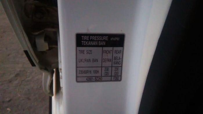 Tempat aturan tekanan ban mobil