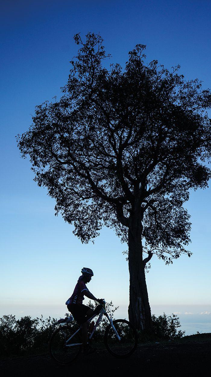 Jarak etape ke-4 dari kota Ende ke Kelimutu adalah 65 kilometer  yang merupakan etape terpendek. Namun, peserta harus bersepeda dari ketinggian 0 sampai 1.600 meter. Bentang alam nan indah memberi semangat untuk melewati etape ini.