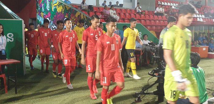 Para pemain timnas U-22 Myanmar jelang laga kontra timnas U-22 Malaysia pada partai pamungkas Grup B Piala AFF U-22 2019, 22 Februari 2019.