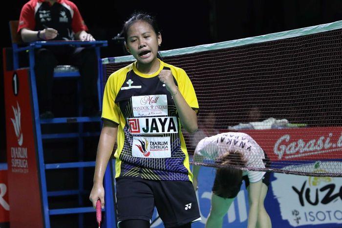 Pebulu tangkis tunggal putri Jaya Raya Jakarta, Sri Fatmawati bereaksi setelah memastikan timnya ke babak final Djarum Superliga Badminton 2019 di GOR Sabuga, Bandung, Jumat (22/2/2019).