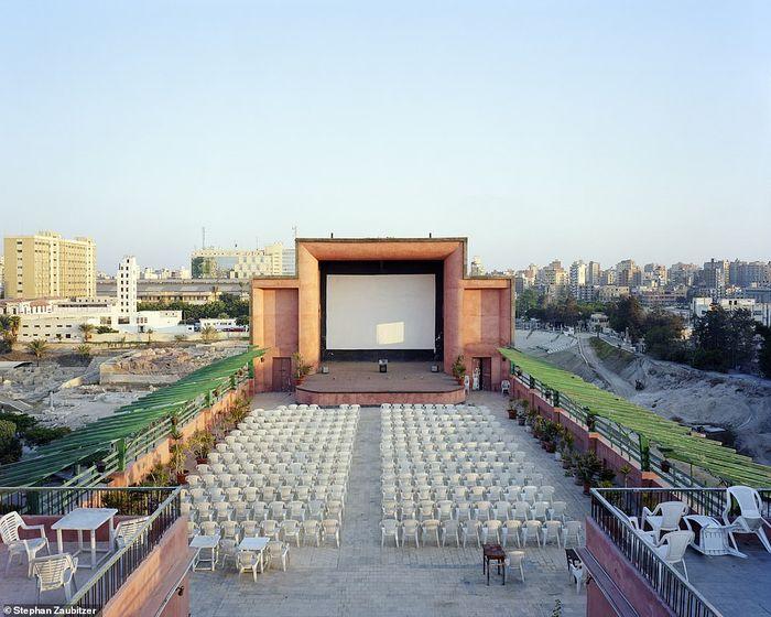 Bioskop di Alexandria, Mesir.