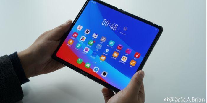 Prototipe Smartphone Lipat Oppo Yang Lega Ini Mirip Huawei Mate X