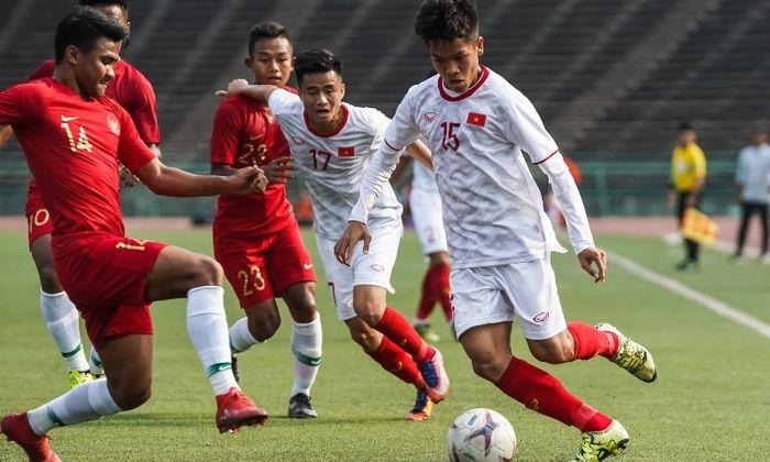 Bek timnas U-22 Indonesia Asnawi Mangkualam saat berhadapan dengan pemain timnas U-22 Vietnam pada semifinal Piala AFF U-22 2019, Minggu (24/2/2019) di Stadion Nasional. Phnom Penh.