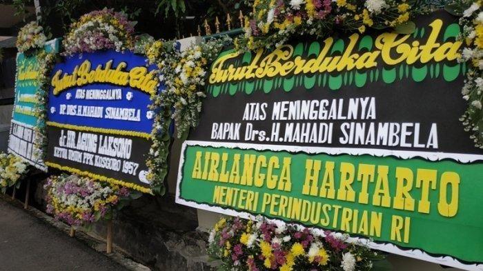 Karangan bunga duka meninggalnya tokoh senior Golkar, Mahadi Sinambela