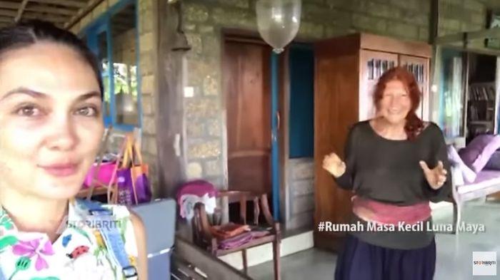 Teras belakang rumah ibu Luna Maya di Bali