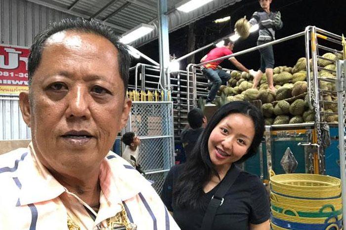 Juragan Durian Cari Mantu, Janji Berikan Uang Rp 4,4 Miliar, 1 Rumah dan 10 Mobil untuk Pria yang Mau Menikahi Putrinya!