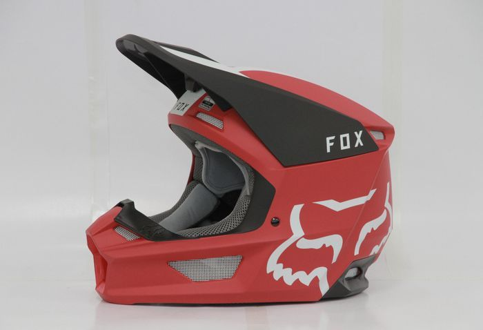 Helm Fox V1 mengusung warna mate
