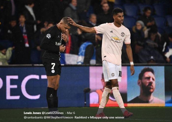 Marcus Rashford coba menghibur penyerang muda Paris Saint-Germain, Kylian Mbappe usai timnya kalah oleh Manchester United