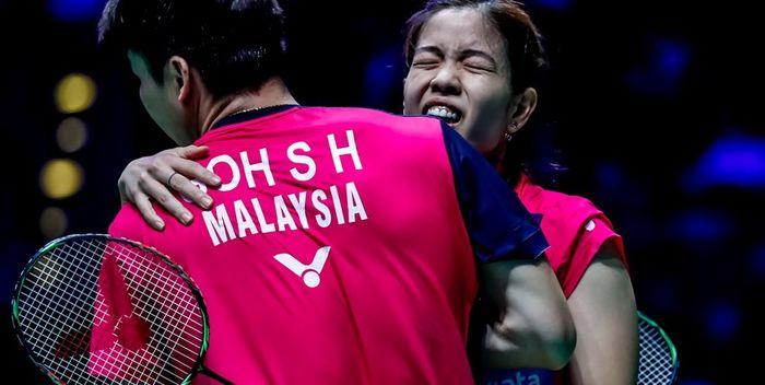 Pasangan ganda campuran Malaysia, Goh Soon Huat/Shevon Jemie Lai, melakukan selebrasi setelah memastikan diri ke semifinal All England Open 2019, Jumat (8/3/2019).