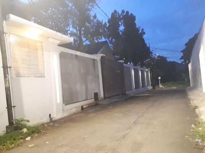 Situasi kediaman Luna Maya di kawasan Kemang, Jakarta Selatan, Senin (11/3/2019) sore. (Grid.ID/Annisa Dienfitri Awalia)