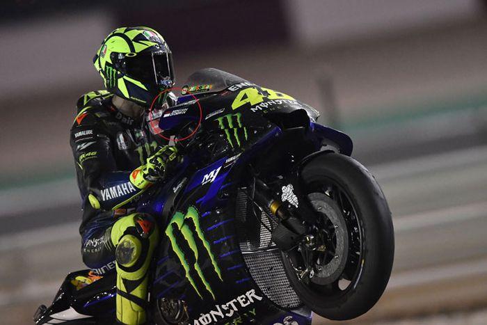 Ada slogan Semakin Di Depan di motor M1 Valentino Rossi di MotoGP Qatar 2019