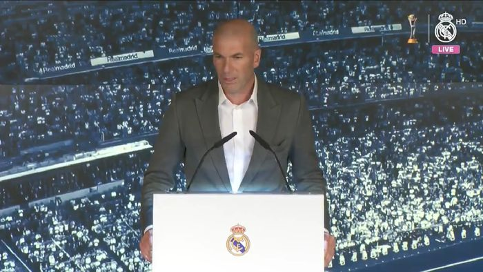 Zinedine Zidane memberikan sambutan setelah resmi kembali menangani Real Madrid pada 11 Maret 2019.