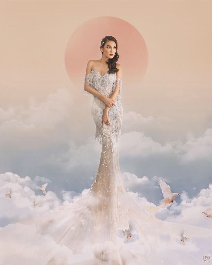 Penampilan seksi dan elegan Luna Maya saat kenakan busana nuansa warna putih