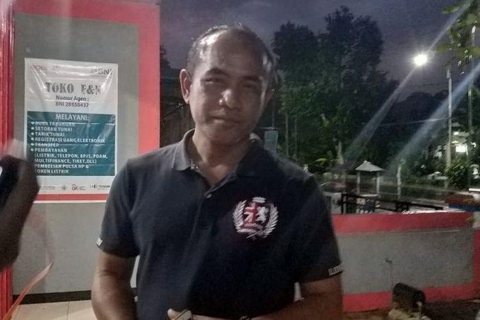 Kepala Desa Watu Bonang, Bowo Susetyo menjelaskan tentang 52 warganya yang pindah ke Malang.