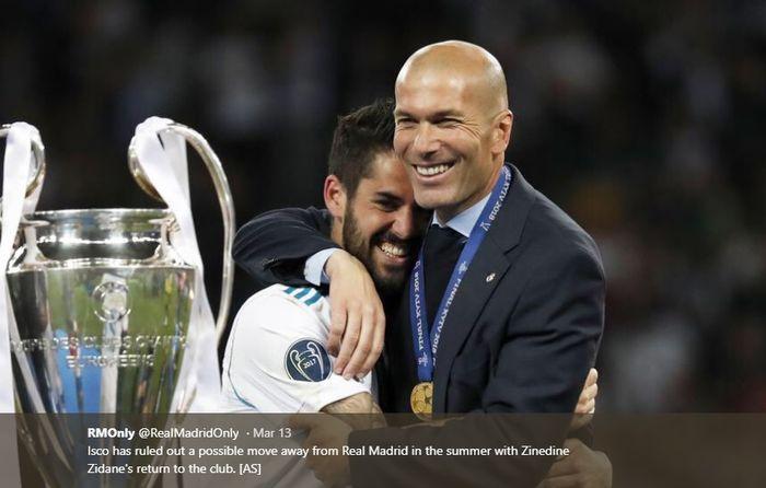 Isco dan Zinedine Zidane saling berpelukan merayakan kesuksesan Real Madrid memenangi Liga Champions ketiga kalinya berturut-turut