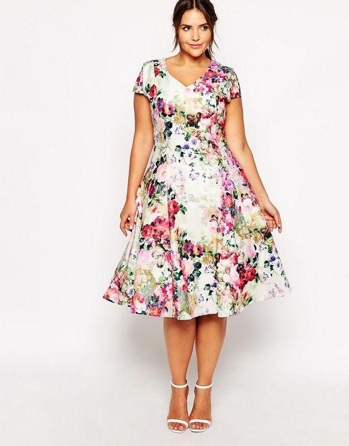 Pilihan dress bermotif bisa menyiasati bentuk betis yang besar