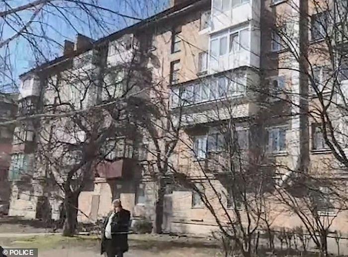Apartemen tempat ibu tega perkosa anak kandungnya.