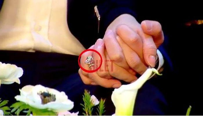 Cincin kawin berlian yang diterima Syahrini dari Reino Barack.