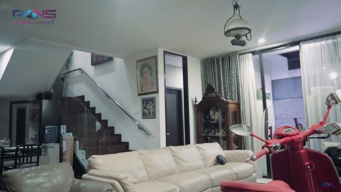 Ruang tamu rumah Soimah di Jakarta