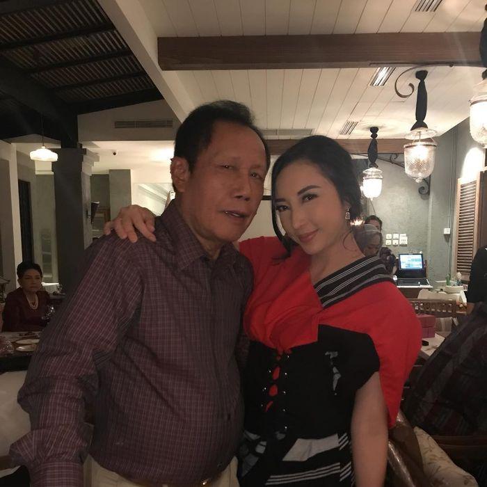 Renny Sutiyoso dan sang ayah