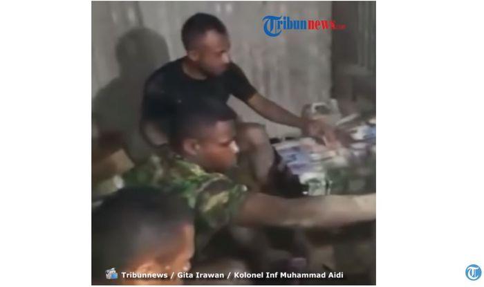 Prajurit TNI AD mencuci uang jutaan rupiah.