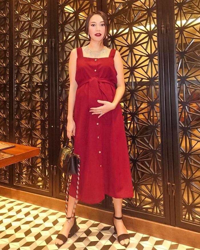5 Pesona Menantu Dewi Yull, Calon Mama Muda Cantik Mantan Kekasih Nino RAN
