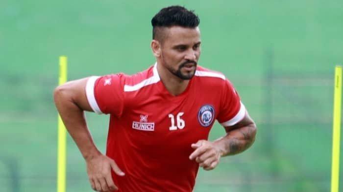 Striker Arema FC asal Brasil, Robert Lima Guimaraes.