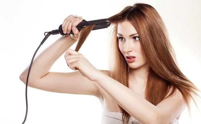 Rambut yang sering menggunakan alat pemanas harus rutin dipotong