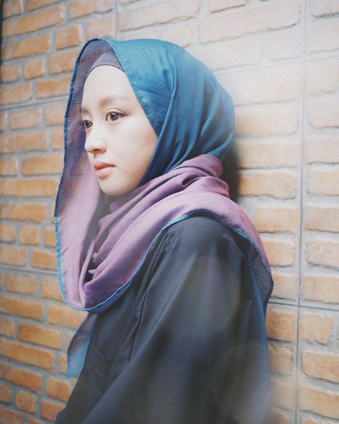 Tips Lebaran 2019 Tips Gaya Hijab Untuk Wajah Bulat Agar Terlihat Lebih Tirus Simpel Dan Mudah Ditiru Semua Halaman Stylo
