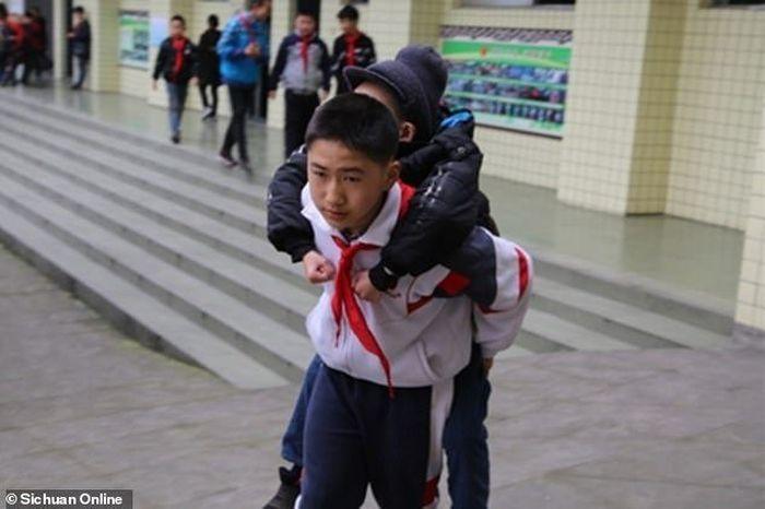 Xu menggendong Zhang setiap hari selama 6 tahun