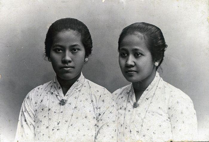 Roekmini dan Kartini, dua dari delapan bersaudara. Mereka adalah buah hati dari R.M. Samingoen dan R.Ay. Ngasirah (garwa ampil). Kehidupan Kartini begitu singkat, namun pemikirannya jauh melampaui orang-orang semasanya.