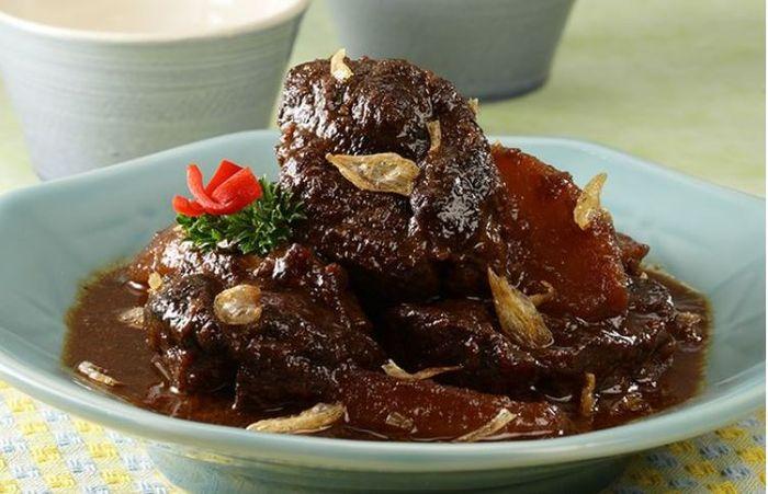 Semur daging khas Betawi, baiknya tak untuk sahur.